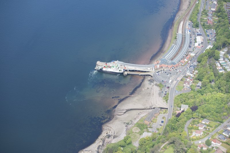 Oblique aerial view of Wemyss Bay Station and Railway Station, looking N.