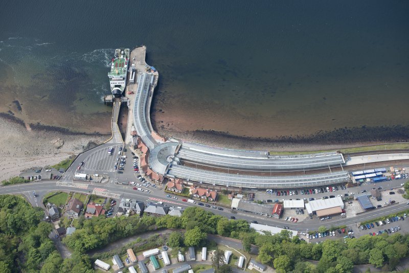 Oblique aerial view of Wemyss Bay Station and Railway Station, looking W.