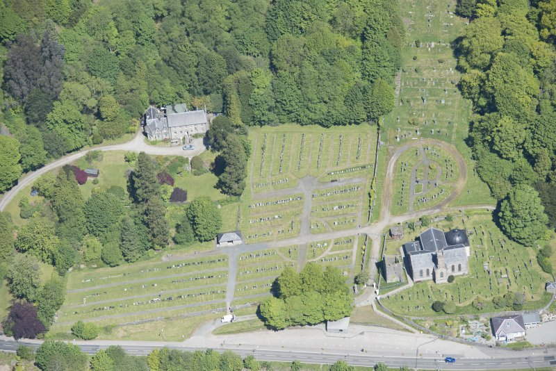 Oblique aerial view of Kilmun Cemetery, St Munn's Church, Collegiate Church of St Mun, Old Kilmun House and St Munn's Church and Churchyard, looking NNE.
