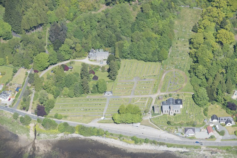 Oblique aerial view of Kilmun Cemetery, St Munn's Church, Collegiate Church of St Mun, Old Kilmun House and St Munn's Church and Churchyard, looking N.