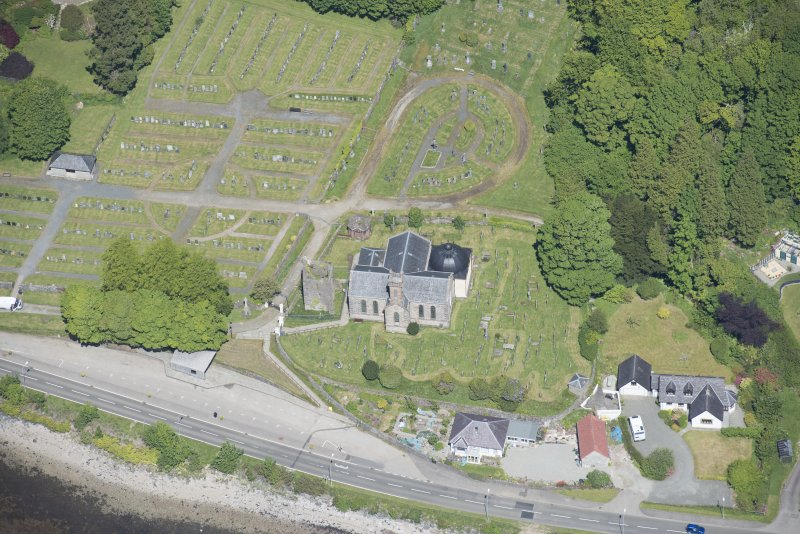 Oblique aerial view of Kilmun Cemetery, St Munn's Church, Collegiate Church of St Mun and St Munn's Church and Churchyard, looking N.