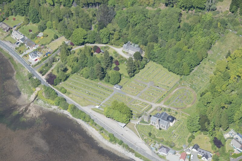 Oblique aerial view of Kilmun Cemetery, St Munn's Church, Collegiate Church of St Mun, Old Kilmun House and St Munn's Church and Churchyard, looking NNW.