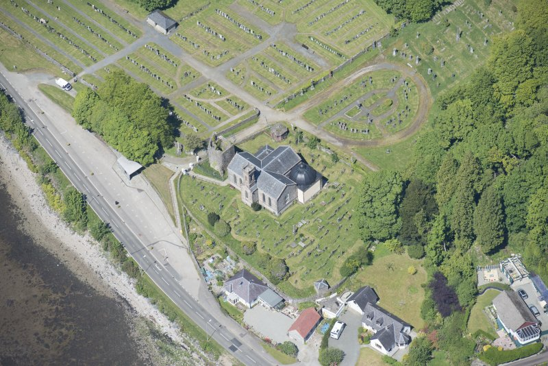 Oblique aerial view of Kilmun Cemetery, St Munn's Church, and Collegiate Church of St Mun, looking NW.