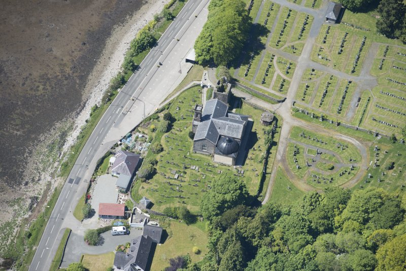 Oblique aerial view of Kilmun Cemetery, St Munn's Church, and Collegiate Church of St Mun, looking W.
