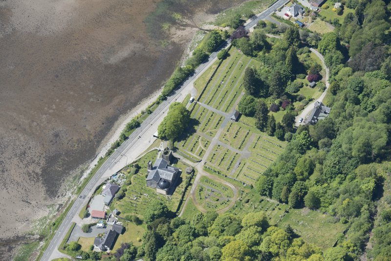 Oblique aerial view of Kilmun Cemetery, St Munn's Church, Collegiate Church of St Mun and St Munn's Church and Churchyard, looking WSW.