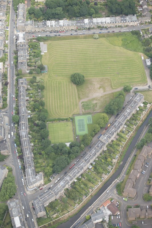 Oblique aerial view of Warriston Crescent and Inverleith Row, looking NNW.