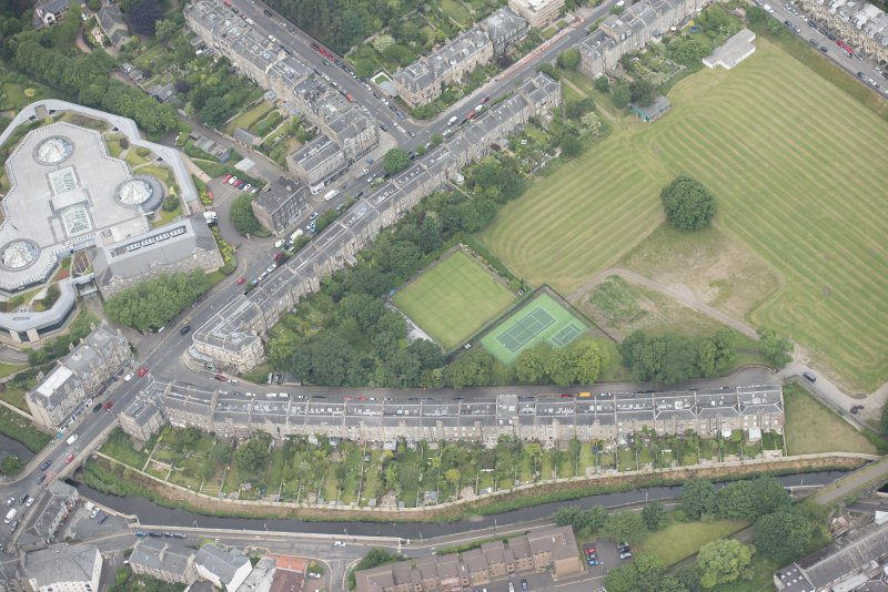 Oblique aerial view of Warriston Crescent and Inverleith Row, looking W.