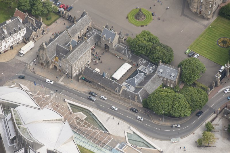 Oblique aerial view of Hoyrood Palace Yard Fountain, Holyrood Palace Gatehouse, Holyrood Free Church and School and Holyrood Palace Yard House, looking NE.