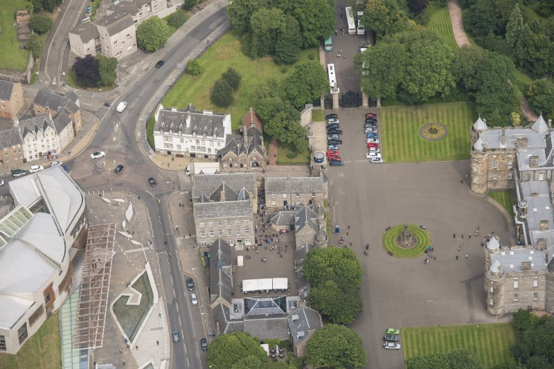 Oblique aerial view of Holyrood Palace Yard Fountain, Abbey Sanctuary, Thomson's Court and 11,13,15, Canongate, looking NW.