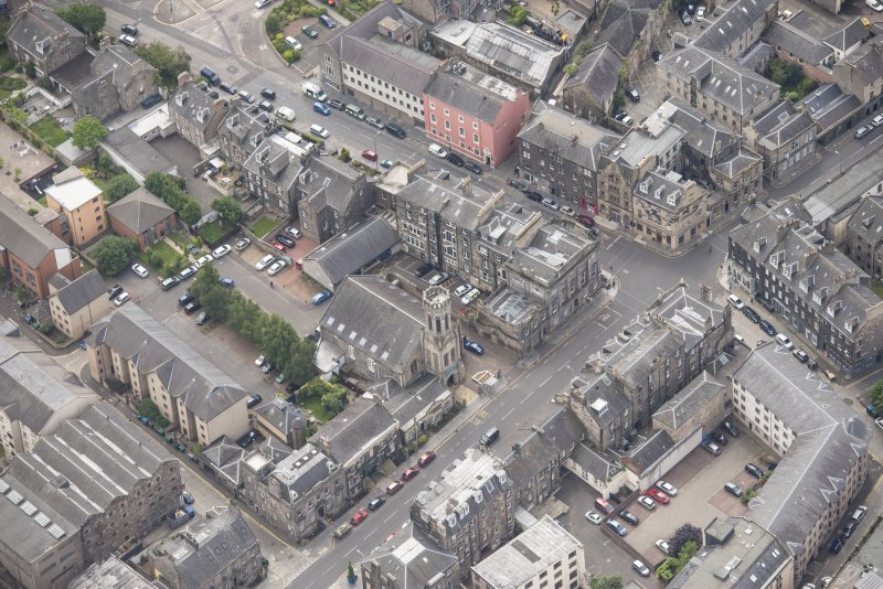 Oblique aerial view of St John's East Church, Bank of Scotland, 31-33 Queen Charlotte Street, 41 Queen Charlotte Street, 75-79 Constitution Street and 35-39 Queen Charlotte Street, looking SSE.