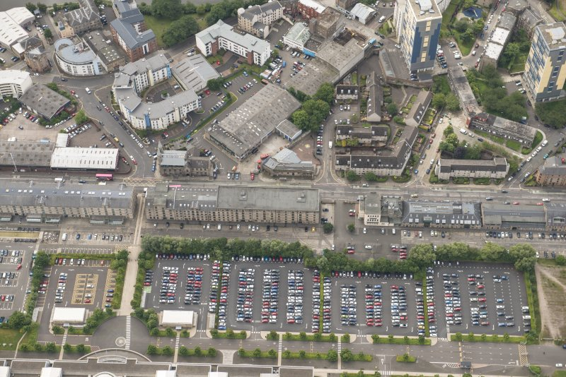 Oblique aerial view of Commercial Street, St Ninian's Church,  102 Commercial Street Bonded Warehouse 35, 46 and 48, 72-88 Commercial Street Warehouses, 65 Commercial Street and 92-96 Commercial Street Warehouses, lookingSSW.