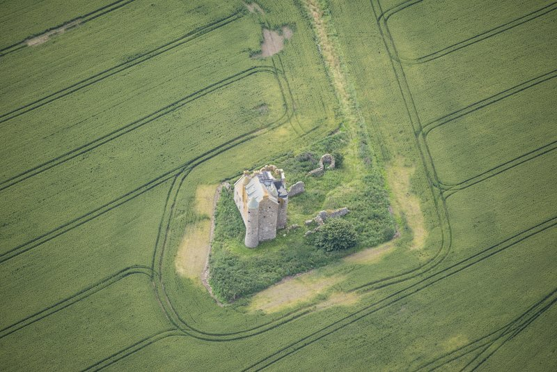 Oblique aerial view of Inchdrewer Castle, looking SE.