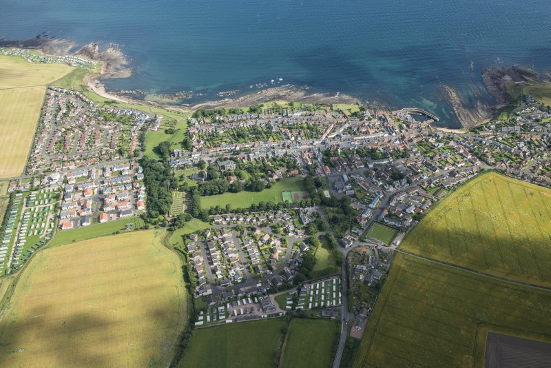 Oblique aerial view of Crail, looking SE.