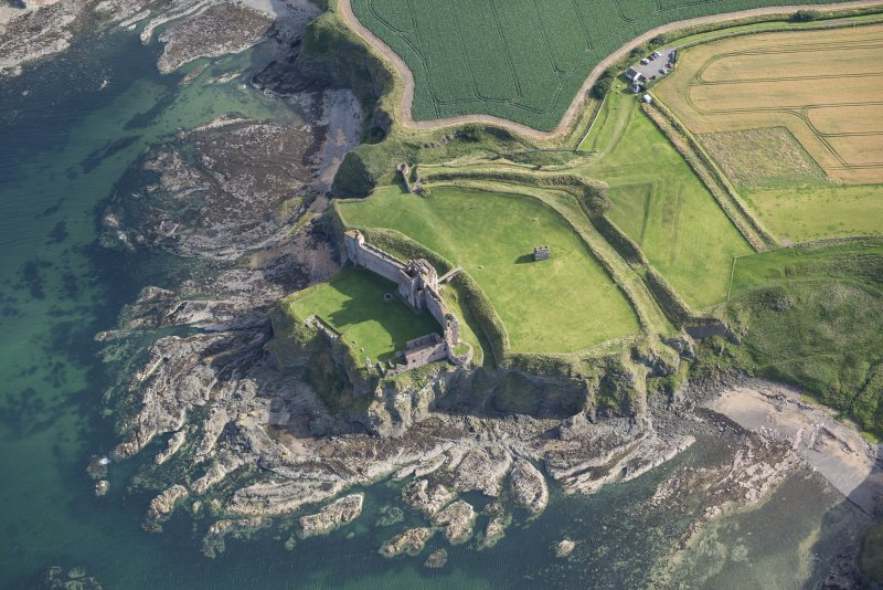 Oblique aerial view of Tantallon Castle, looking S.
