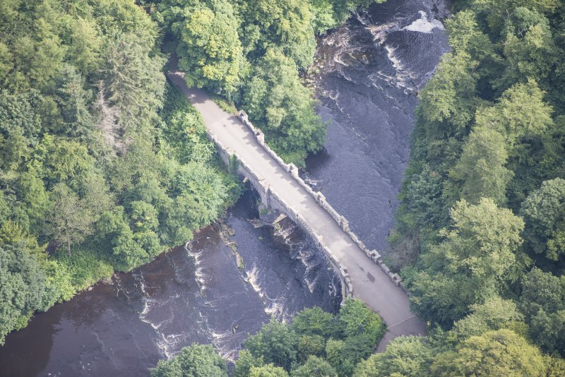 Oblique aerial view of Almondell Bridge, looking NE.