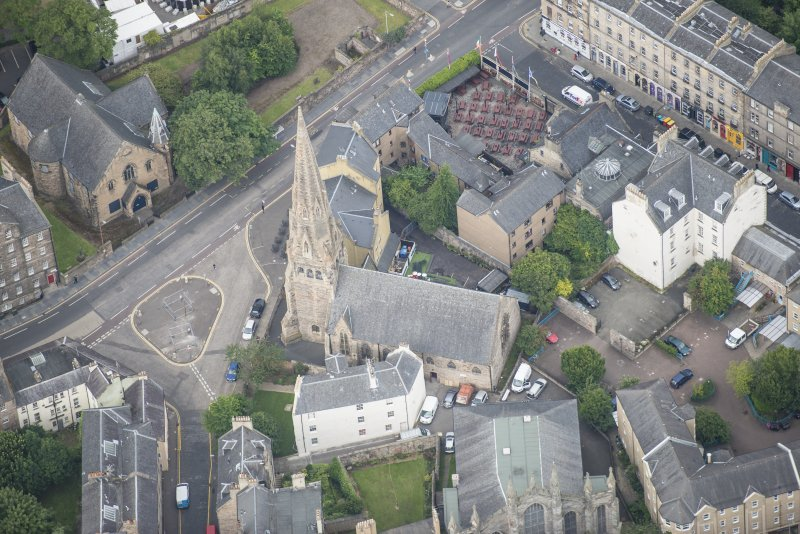 Oblique aerial view of Greyfriars Free Church and Buccleuch Parish Church, looking WNW.