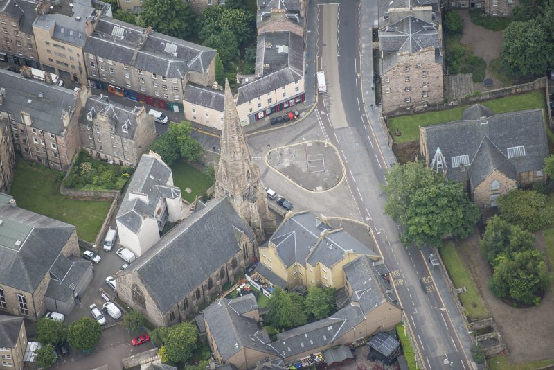 Oblique aerial view of Buccleuch and Greyfriars Free Church, looking S.