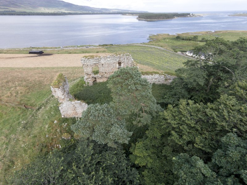 Oblique aerial view of Skelbo Castle looking NNE.