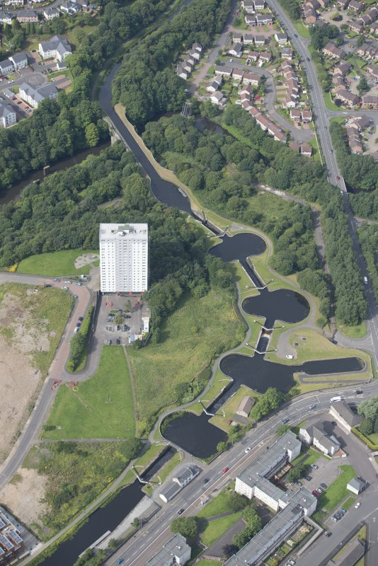 Oblique aerial view of the Kelvin Aqueduct and Maryhill Locks, looking W.