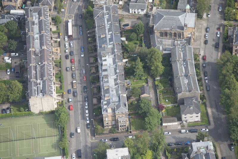 Oblique aerial view of Hyndland Road, Belhaven-Westbourne Church and church hall, looking NNE.