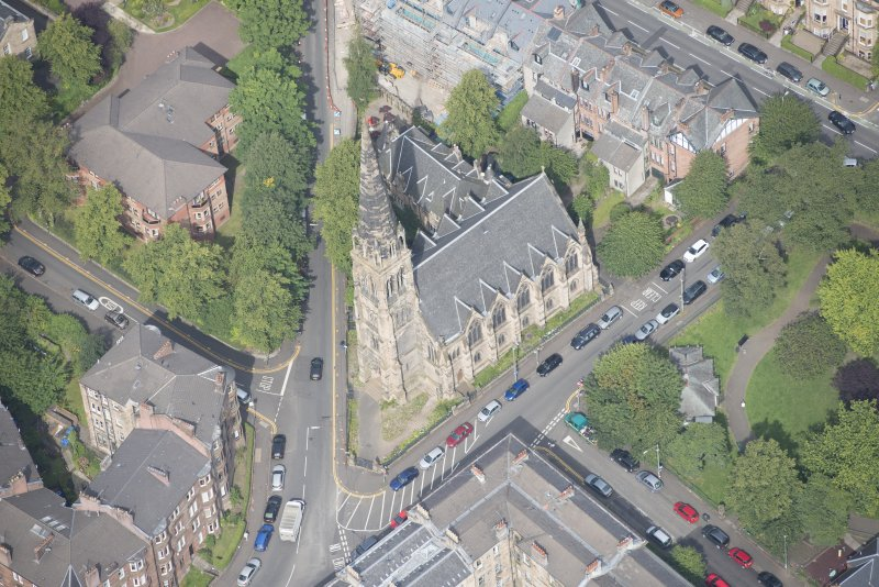 Oblique aerial view of Dowanhill Presbyterian Church and Dowanhill Presbyterian Church Hall, looking NNW.