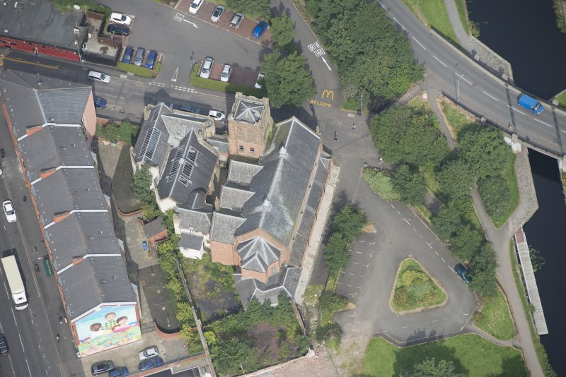 Oblique aerial view of Ruchill Parish Church and Ruchill Parish Church Hall and Janitor's House, looking NNW.