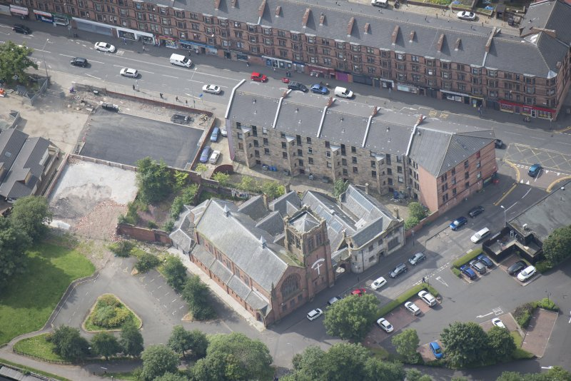 Oblique aerial view of Ruchill Parish Church and Ruchill Parish Church Hall and Janitor's House, looking SW.