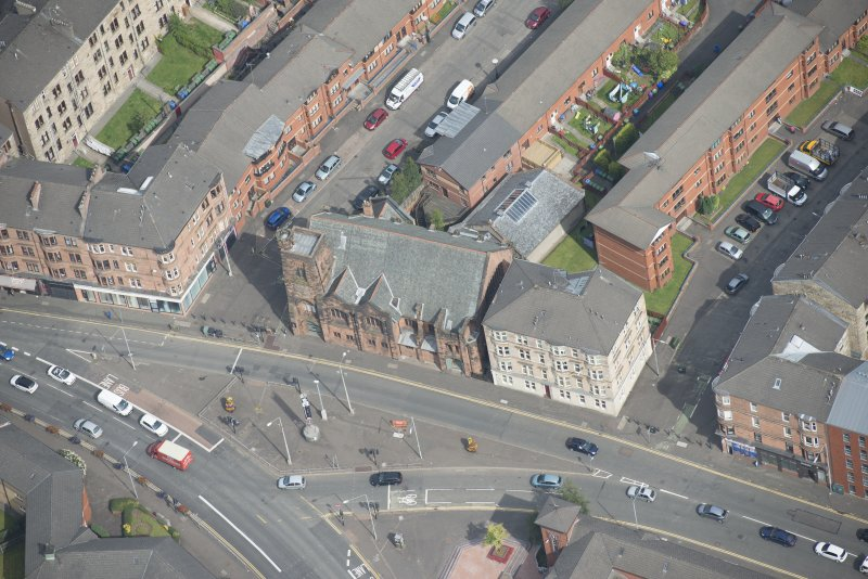 Oblique aerial view of Queen's Cross Church, looking N.