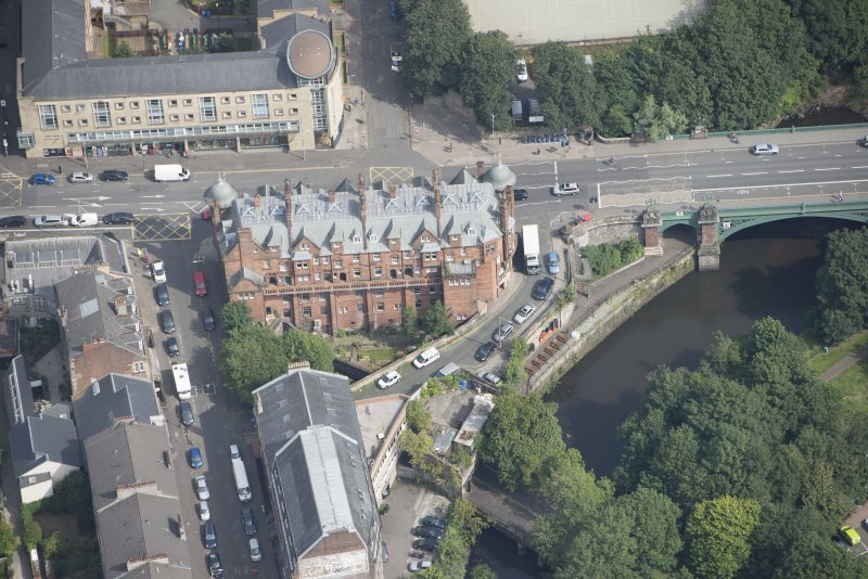 Oblique aerial view of 445 - 459 Great Western Road, looking NE.