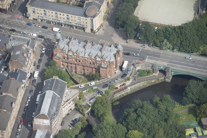 Oblique aerial view of 445 - 459 Great Western Road, looking NNE.