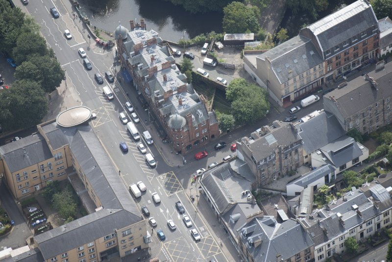 Oblique aerial view of 445 - 459 Great Western Road, looking SSE.