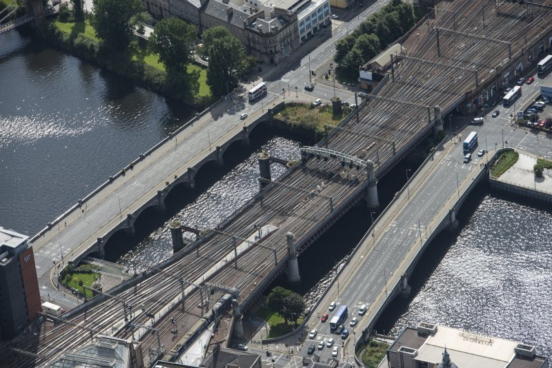 Oblique aerial view of the Clyde Viaduct, Glasgow Bridge, George the Fifth Bridge and New Approach Viaduct, looking SE.