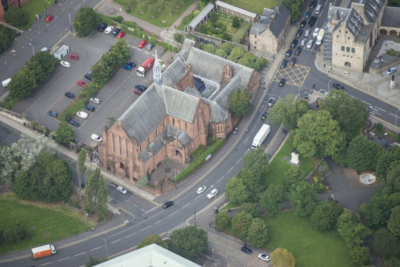 Oblique aerial view of Barony Parish Church and Statue of King William III, looking NNW.