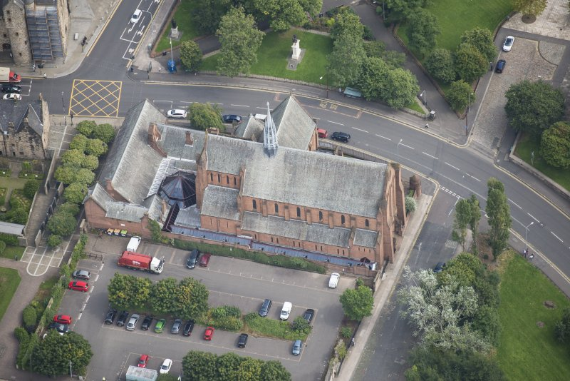 Oblique aerial view of Barony Parish Church and Statue of King William III, looking E.