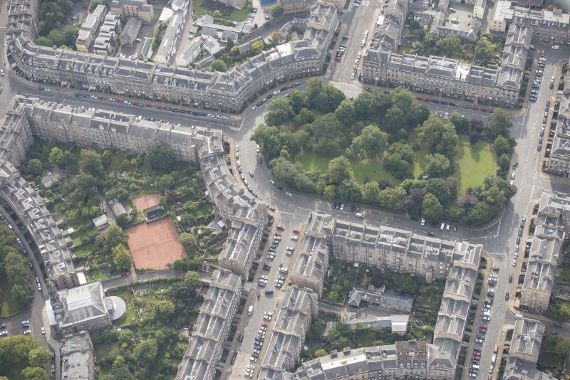 Oblique aerial view of London Street, East London Street, Drummond Place and Broughton Street, looking SE.