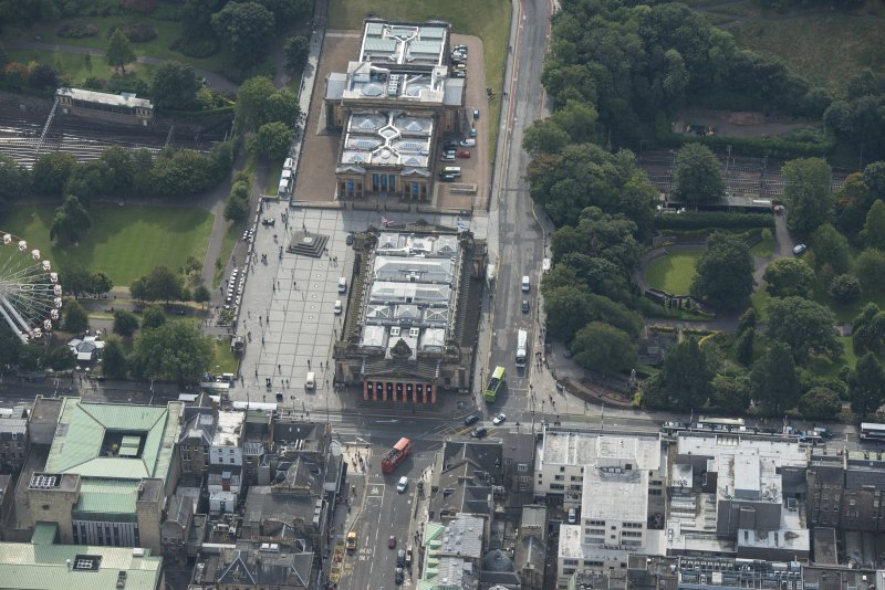 Oblique aerial view of the Royal Scottish Academy and National Gallery of Scotland, looking SSE.