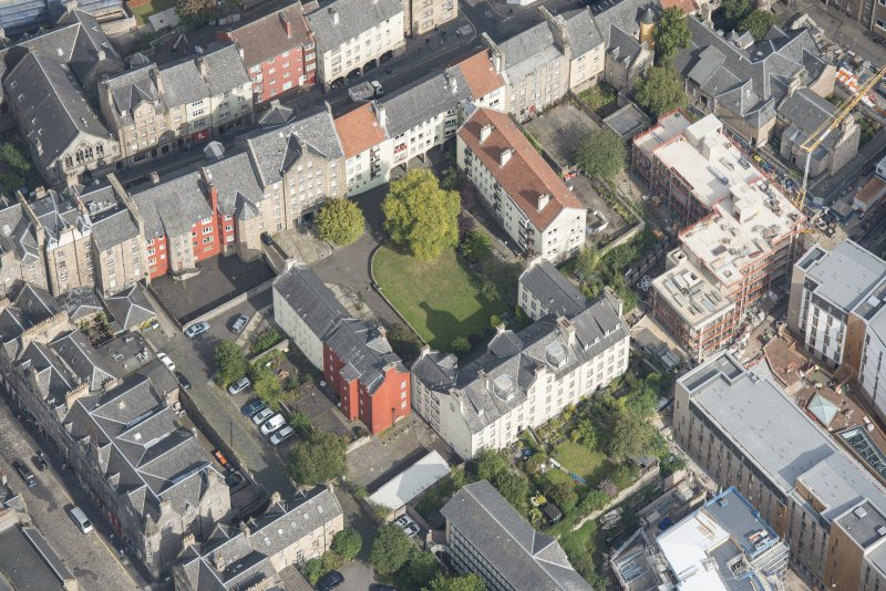Oblique aerial view of Chessel's Court and Canongate, looking SW.