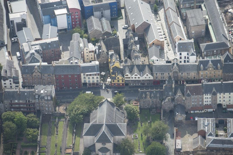 Oblique aerial view of the Canongate, Canongate Tolbooth and Huntly House, looking S.