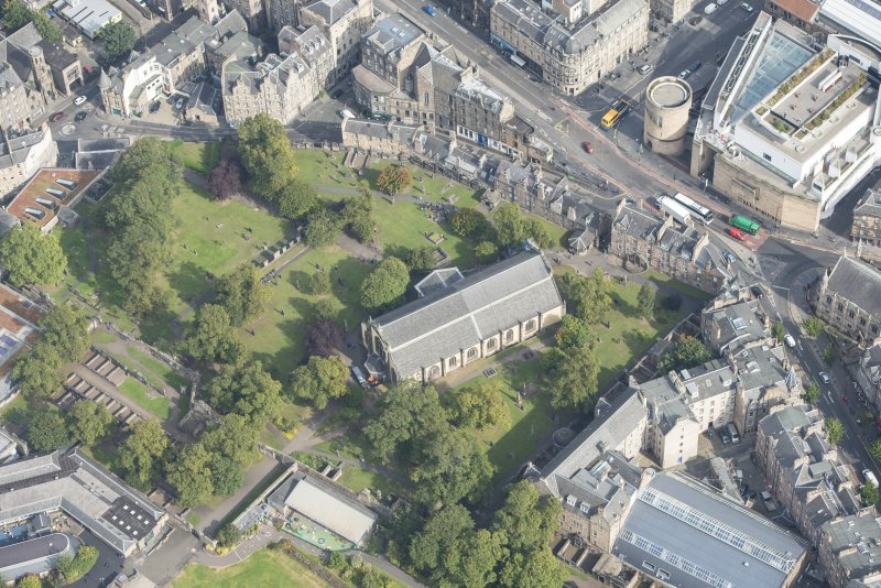 Oblique aerial view of Greyfriars Church and Churchyard, Greyfriars Place and Candlemaker Row, looking NE.