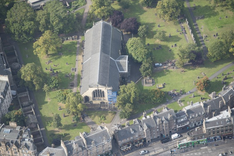 Oblique aerial view of Greyfriars Church and Churchyard, looking W.