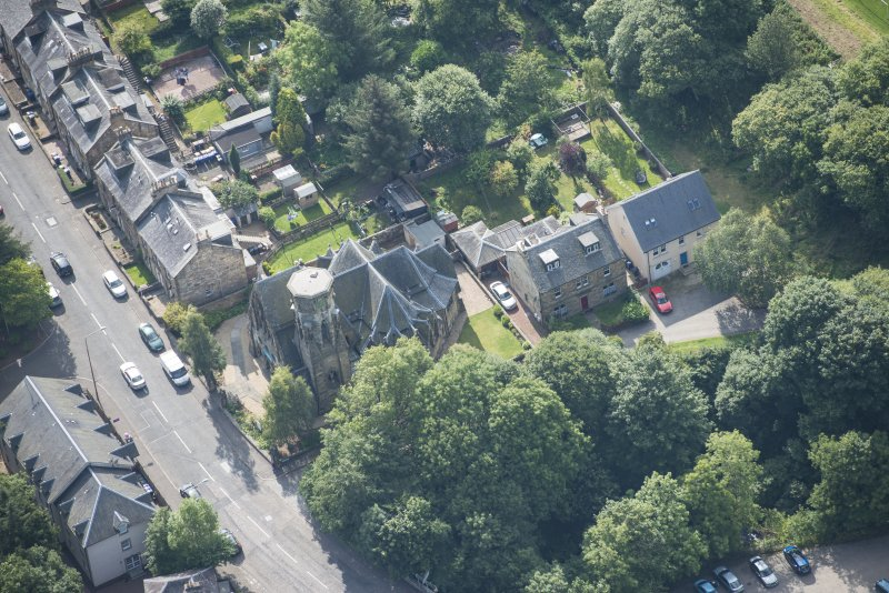 Oblique aerial view of Penicuik Free Church, looking SSW.