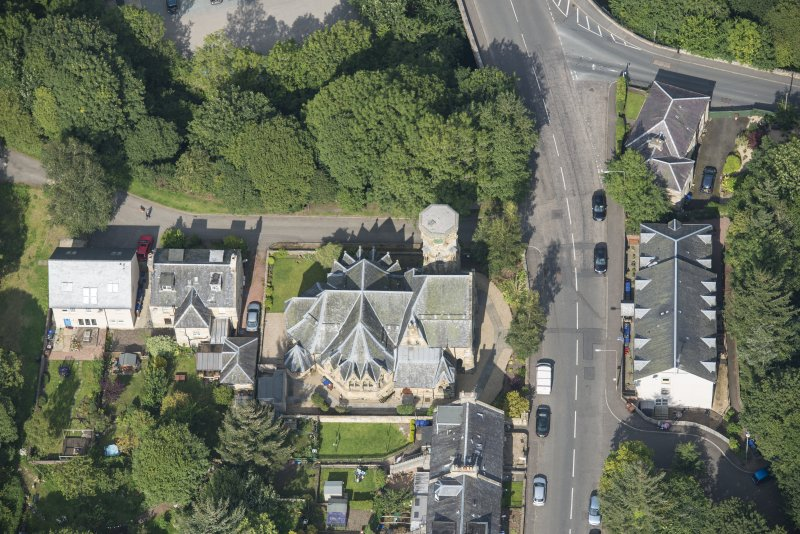 Oblique aerial view of Penicuik Free Church, looking NW.