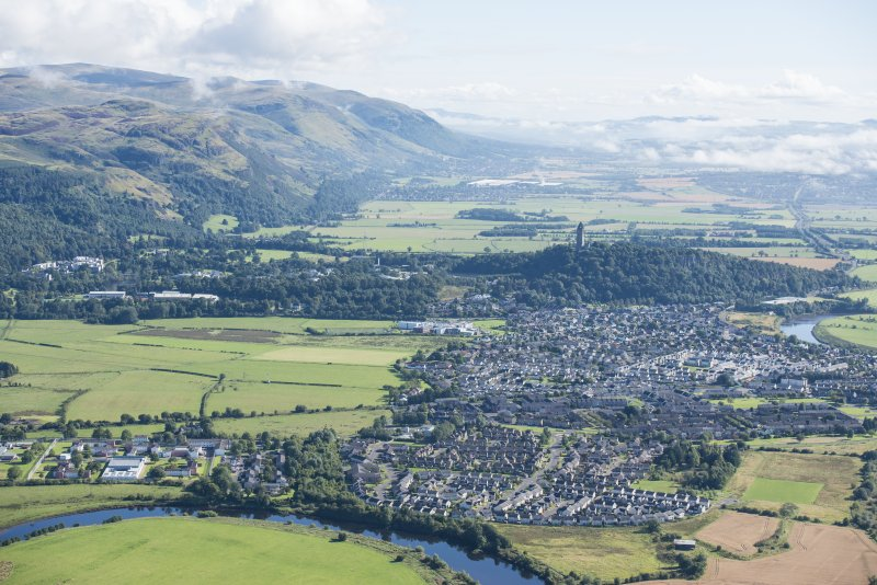 General oblique aerial view centred on Stirling with Menstrie beyond, looking E.