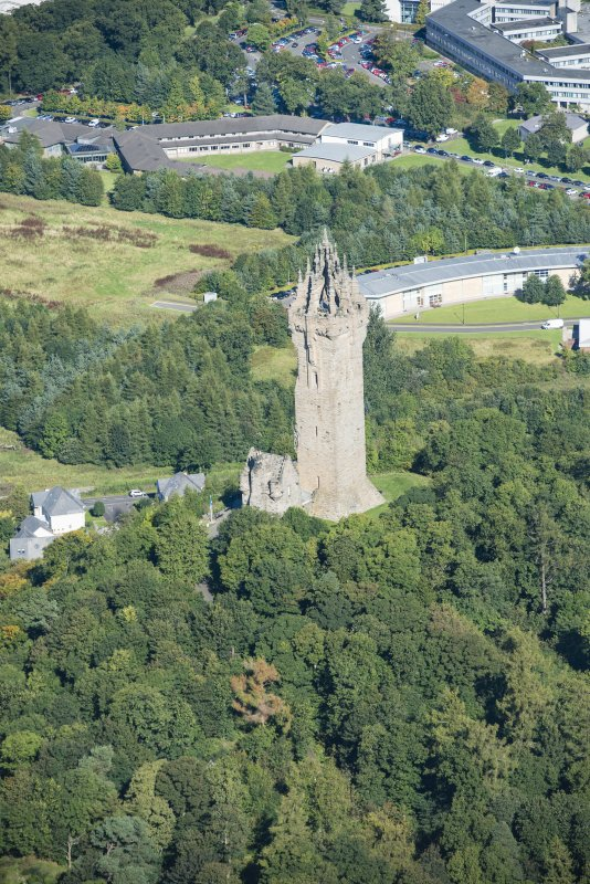 Oblique aerial view of Abbey Craig, Wallace Monument, looking NNW.