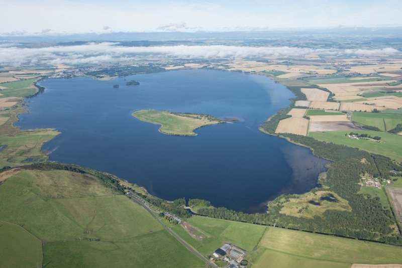 General oblique aerial view centred on Loch Leven, looking NW.