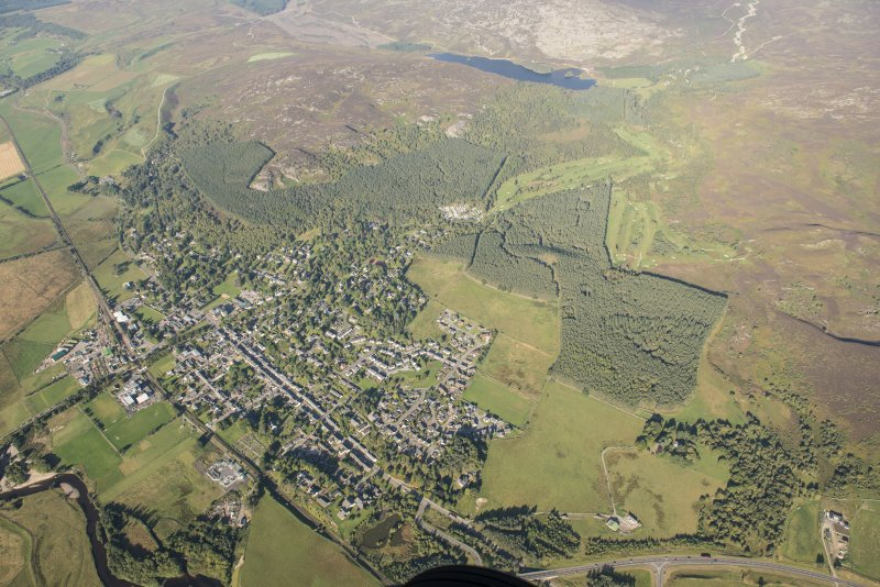 Oblique aerial view of Kingussie and Golf Course, looking WNW.