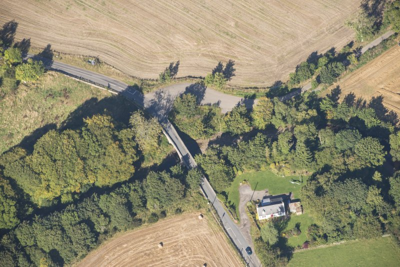 Oblique aerial view of Clephanton White Bridge, looking N.