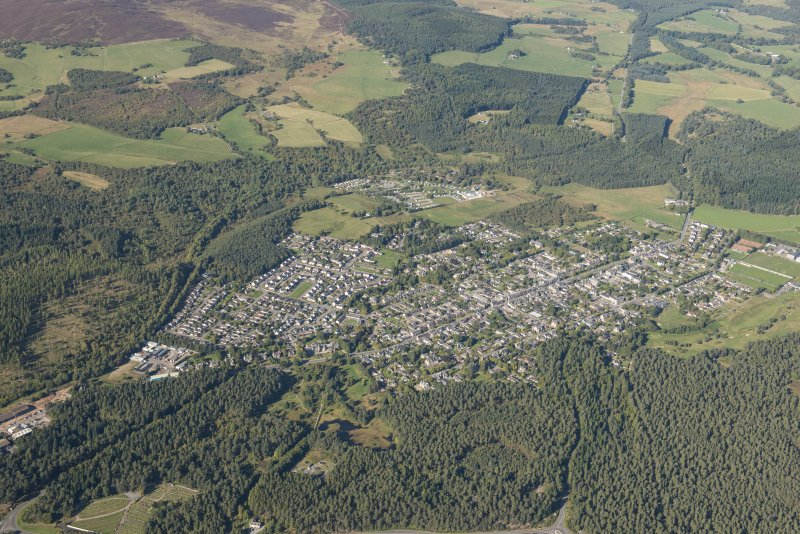 Oblique aerial view of Grantown on Spey, looking SE.
