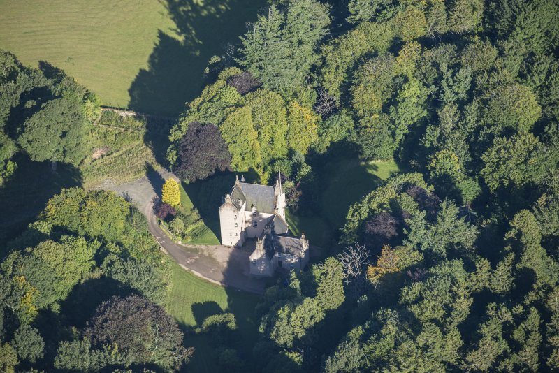 Oblique aerial view of Lickleyhead Castle, looking N.