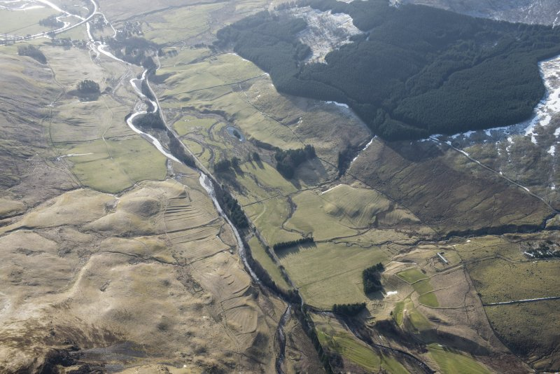 Oblique aerial view of the field systems and rig extending from Dalmunzie Hotel to Spittal of Glenshee, looking SE.